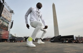 WASHINGTON, D.C., - APRIL 18: Singer-songwriter D'Banj performs onstage during Global Citizen 2015 Earth Day on National Mall to end extreme poverty and solve climate change on April 18, 2015 in Washington, DC. (Photo by Richard Chapin Downs Jr./Getty Images for Global Citizen)