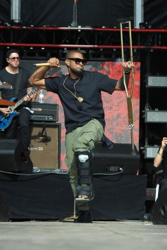WASHINGTON, D.C., - APRIL 18: Singer-songwriter Usher performs onstage during Global Citizen 2015 Earth Day on National Mall to end extreme poverty and solve climate change on April 18, 2015 in Washington, DC. (Photo by Richard Chapin Downs Jr./Getty Images for Global Citizen)
