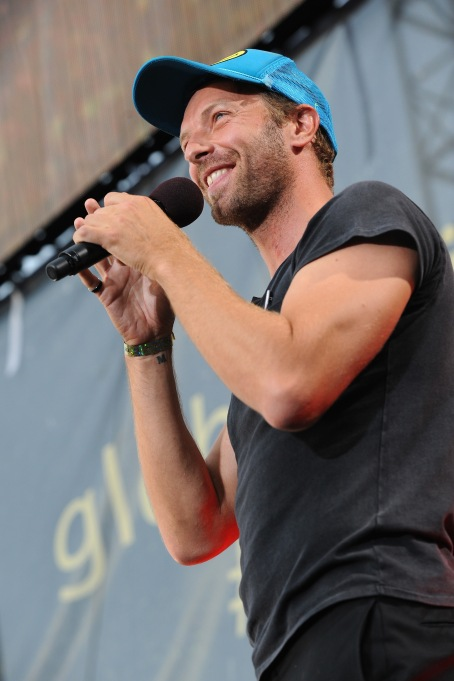 WASHINGTON, D.C., - APRIL 18: Singer Chris Martin of Coldplay speaks onstage during Global Citizen 2015 Earth Day on National Mall to end extreme poverty and solve climate change on April 18, 2015 in Washington, DC. (Photo by Richard Chapin Downs Jr./Getty Images for Global Citizen)