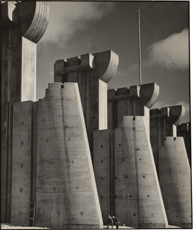 Margaret Bourke-White's image of Montana's Fort Peck Dam was immortalized on the first ever front cover of Life magazine, representing a climactic juncture between photographic art and photojournalism. (Image courtesy of the National Gallery of Art)