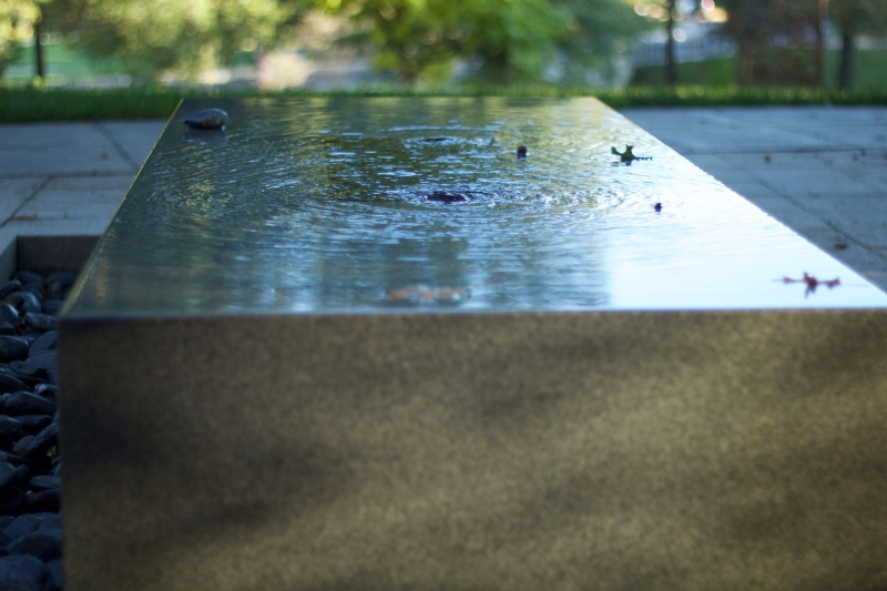 Large, simple fountains are throughout the garden. (Julia Lerner/Bloc Reporter)