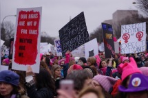A wave of protesters proclaiming their resistance and willingness to fight against being mistreated. (Heather Kim/Bloc Photographer)