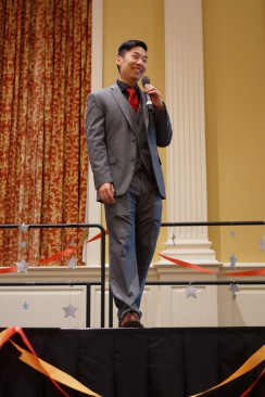 Matthew Jiang, the MC for the banquet, kept the festivities going with light jokes and positive remarks. (Heather Kim/Bloc Photographer)