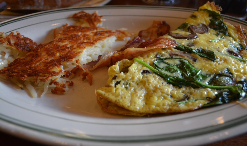 Jon's Omelet ($12.29) has spinach, mushroom and Swiss cheese. It comes with hashbrowns and a choice of meat. (Taylor Markey/Bloc Copyeditor)