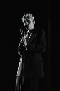 Troye Sivan on stage October 4 (Casey Tomchek/Bloc Photographer)