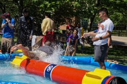 Parents, students and children compete in a casual logrolling competition. (Taneen Momeni/Bloc Reporter)